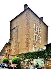 Ancien château ou Palais des ducs de Bourbon - Français:   Ancien château des ducs de Bourbon. Tour nommée la Mal Coiffée. Moulins, Allier.