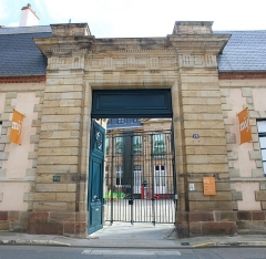 Hôtel de Mora, actuellement musée de l'illustration jeunesse - Français:   Hôtel de Mora, Moulins, Allier.