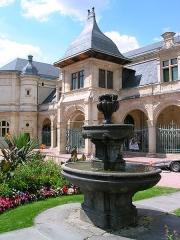 Pavillon d'Anne de Beaujeu, actuellement musée Anne de Beaujeu -  Le musée départemental Anne-de-Beaujeu de Moulins.