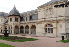 Pavillon d'Anne de Beaujeu, actuellement musée Anne de Beaujeu - Français:   Musée départemental et municipal Anne-de-Beaujeu (dans l\'ancien Pavillon Anne de Beaujeu). Moulins, Allier