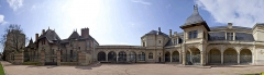 Pavillon d'Anne de Beaujeu, actuellement musée Anne de Beaujeu - Français:   vue panoramique de la façade du musée Anne de Beaujeu à droite et de la Maison Mantin à gauche