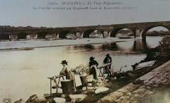 Pont de Regemortes -  Laveuses près du pont Regemortes à Moulins début du XXe ou fin du XIXe