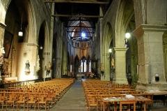 Eglise Sainte-Croix - Deutsch: Eglise Sainte-Croix de Saint-Pourçain-sur-Sioule: Innenansicht