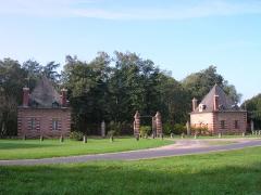 Château d'Avrilly - Français:   L\'entrée du château d\'Avrilly à Trévol, Allier, France.