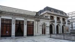Théâtre et grand Casino - Façade principale de l'Opéra de Vichy, ouvert au public en juin 1901. (Architecte Charles Lecœur, sculptures de Pierre Seguin, ferronneries d'Emile Robert)