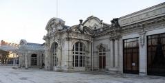 Théâtre et grand Casino - Façade et véranda du Casino de Vichy, devenu Palais des Congrès en 1995.