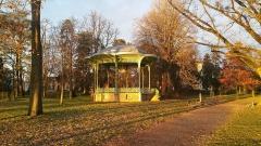 Kiosque du parc des Bourins -  Kiosque du parc des Bourins au soleil levant en hiver.