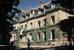 Château de Neuville - Français:   Facade arriere du chateau en 1958