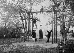 Château de Neuville - Français:   Portique dans le parc du chateau de Neuville - Fin XIX siècle - Famille Souchard de Lavoreille