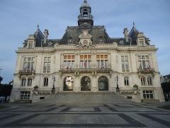 Hôtel de ville - English: Façade de l'hôtel de ville de Vichy