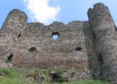 Restes du château fort - Français:   Chateau d\'Alleuze (Cantal) Photographie personnelle