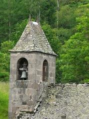 Eglise Saint-Illide - Français:   Le clocher de l\'église Saint-Illide, Alleuze, Cantal, France.