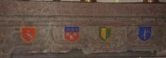 Chapelle d'Aurinques -  Linteau du XVIe siècle avec quatre blasons historiés: Cambefort? Ville d'Aurillac, Abbaye d'Aurillac, communauté de la Vierge? Photo prise dans la chapelle d'Aurinque à Aurillac (15).