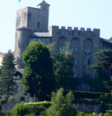 Ancien château fort Saint-Etienne -  Aurillac, chateau Saint-Etienne, tour et aile construite en s'inspirant du palais des papes