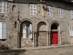 Maison -  Ancienne façade de l'hôtellerie de l'ancienne abbaye d'Aurillac
