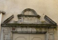 Maison - Français:   Fronton du portail, 1 impasse Vermenouze, Aurillac, Cantal France.