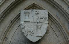Château fort d'Auzers - Deutsch: Wappen am Schloss Auzers (Cantal) in der Ortschaft Auzers, Auvergne, Frankreich