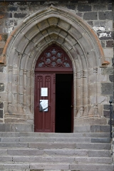 Eglise Saint-Barthélémy - Français:   Porche de l\'église de Chalinargues, Cantal Auvergne, France