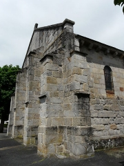 Eglise Saint-Jacques-le-Majeur - Contreforts de l'église Saint-Jacques-le-Majeur, Lanobre, Cantal, France.