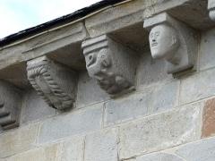 Eglise Saint-Jacques-le-Majeur - Modillons de l'église Saint-Jacques-le-Majeur, Lanobre, Cantal, France.