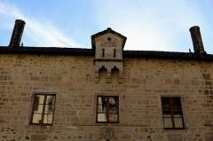 Hôtel de ville (ancien hôtel de la Trémolière) - Français:   Hôtel de ville, ancien hôtel de la Trémolière, collégiale du XIVè siècle.