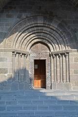 Eglise Saint-Mathieu - Porche de l'église Saint Mathieu de Salers, Cantal, Auvergne, France