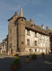 Maison de Flogeac - Français:   Maison gothique avec tourelle à pans coupés, dite maison de Flogeac, à Salers dans le Cantal, France.