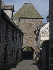 Porte Martille -   The street of the Martille leads to the Martille doorway to Aurillac.