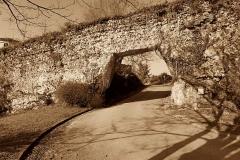 Murailles gallo-romaines - Français:   Saint-Lizier (Ariège, France) - Ouverture moderne (1973) dans le rempart antique.