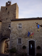 Murailles gallo-romaines - Français:   Mairie de Saint-Lizier (Ariège, France).