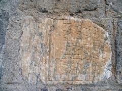 Pont - Français:   Saint-Lizier: Inscription gallo-romaine en remploi dans le pont sur le Salat. Le texte: Minervae / Belisamae / sacrum / Q(uintus) Valerius / Montan[us] / [e]x v[oto] est traduit: \