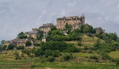 Vestiges du château de Panat et ruines de l'église - English: View on village Panat, commune of Clairvaux-d'Aveyron, Aveyron, France