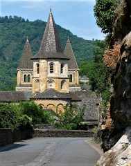 Ancienne abbaye Sainte-Foy - This building is indexed in the Base Mérimée, a database of architectural heritage maintained by the French Ministry of Culture,under the reference PA00093999 .