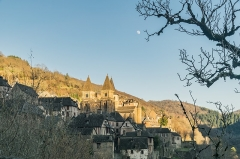 Ancienne abbaye Sainte-Foy - English: View of Saint Faith Abbey Church of Conques, Aveyron, France        This place is a UNESCO World Heritage Site, listed as Chemins de Saint-Jacques-de-Compostelle en France.  العربية | Asturianu | Беларуская | Беларуская (тарашкевіца) | বাংলা | Català | Čeština | Dansk | Deutsch | English | Español | Euskara | فارسی | Français | עברית | Hrvatski | Magyar | Italiano | 日本語 | 한국어 | Latviešu | Македонски | മലയാളം | مازِرونی | Nederlands | Polski | Português | Русский | Slovenčina | Slovenščina | Türkçe | Українська | Tagalog | Tiếng Việt | 中文(简体) | 中文(繁體) | +/−