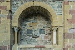 Ancienne abbaye Sainte-Foy - English: Wall of Saint Faith Abbey Church of Conques, Aveyron, France       This place is a UNESCO World Heritage Site, listed as Chemins de Saint-Jacques-de-Compostelle en France.  العربية| Asturianu| Беларуская| Беларуская (тарашкевіца)| বাংলা| Català| Čeština| Dansk| Deutsch| English| Español| Euskara| فارسی| Français| עברית| Hrvatski| Magyar| Italiano| 日本語| 한국어| Latviešu| Македонски| മലയാളം| مازِرونی| Nederlands| Polski| Português| Русский| Slovenčina| Slovenščina| Türkçe| Українська| Tagalog| Tiếng Việt| 中文(简体)| 中文(繁體)| +/−
