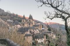 Ancienne abbaye Sainte-Foy - English: View of Saint Faith Abbey Church of Conques, Aveyron, France       This place is a UNESCO World Heritage Site, listed as Chemins de Saint-Jacques-de-Compostelle en France.  العربية| Asturianu| Беларуская| Беларуская (тарашкевіца)| বাংলা| Català| Čeština| Dansk| Deutsch| English| Español| Euskara| فارسی| Français| עברית| Hrvatski| Magyar| Italiano| 日本語| 한국어| Latviešu| Македонски| മലയാളം| مازِرونی| Nederlands| Polski| Português| Русский| Slovenčina| Slovenščina| Türkçe| Українська| Tagalog| Tiếng Việt| 中文(简体)| 中文(繁體)| +/−