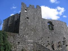 Donjon et les restes du château -  Le chateau de la couvertoirade
