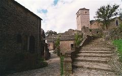 Donjon et les restes du château - Français:   Escalier de l\'église