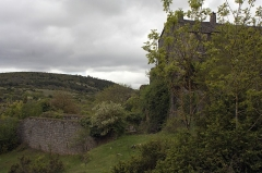 Donjon et les restes du château -  Situated under the protection of the castle, stables are in ruins