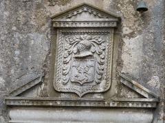 Maison adossée au front Nord des remparts - Français:   Cartouche se trouvant au-dessus de la porte de l\'hôtel de Grailhe à la Couvertoirade