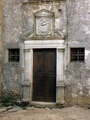 Maison adossée au front Nord des remparts - Français:   Maison des Grailhe, famille de nobles à la Couvertoirade (Aveyron).