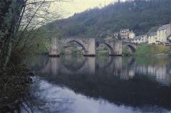 Pont sur la Truyère - English: Pont du XIIIème siècle sur la Truyère, à Entraygues dans l'Aveyron