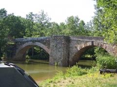 Pont Saint-Blaise -  Photo du Pont Saint Blaise à Najac sur l\'Aveyron, vue depuis l\'aval.