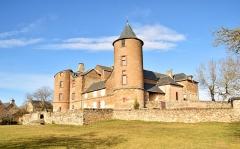 Château et sa chapelle, actuellement église paroissiale - English: Castle of Onet-le-Château