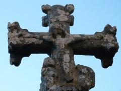 Calvaire - Français:   Représentation du Christ en croix sur le calvaire d\'Orlhaguet situé devant l\'église