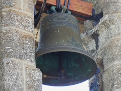 Eglise - Français:   Une des quatre cloches de l\'église, Saint-Symphorien-de-Thénières, Aveyron, France.