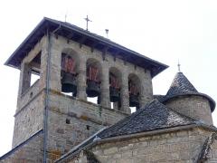 Eglise - Français:   Le clocher-mur de l\'église, Saint-Symphorien-de-Thénières, Aveyron, France.