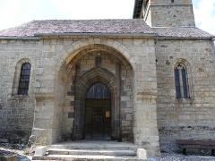Eglise - Français:   Le porche de l\'église, Saint-Symphorien-de-Thénières, Aveyron, France.