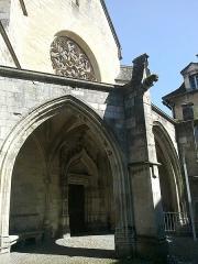 Ancienne chartreuse Saint-Sauveur -  Aveyron Villefranche De Rouergue Ancienne Chartreuse Saint-Sauveur Chapelle Le Porche Portail 29052012