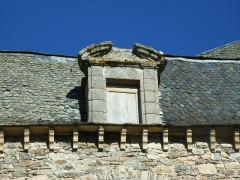 Château - Français:   détails fenêtre XVIIème sur charpente